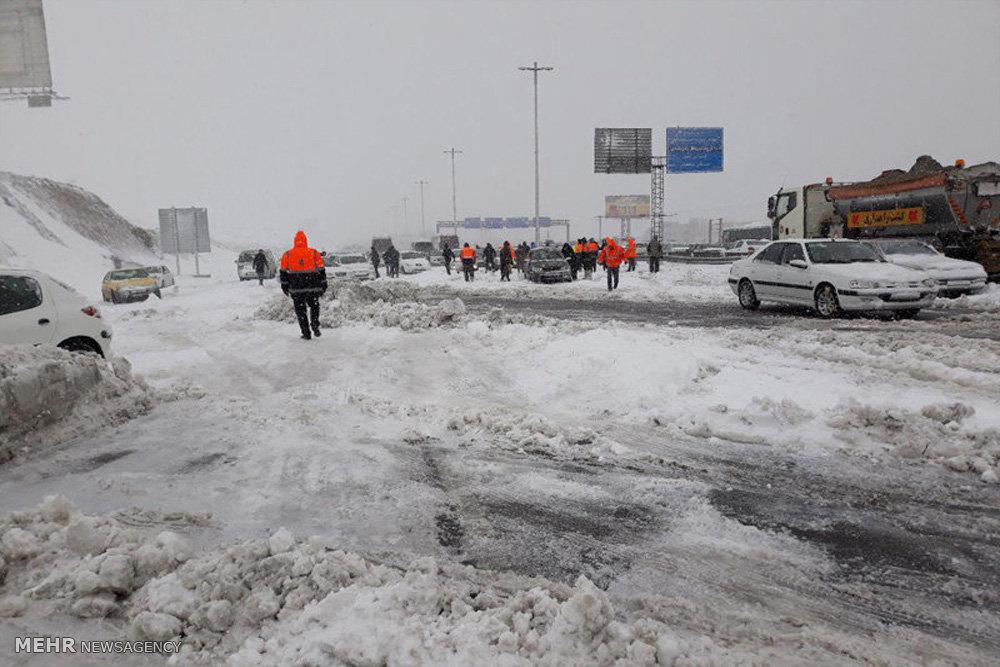 رهاسازی دو هزار و۵۷۰ خودرو در جادههای برفی کشور