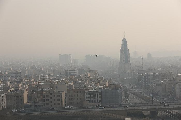 وضعیت قرمز تهران در ۱۹ ایستگاه سنجش کیفیت هوا