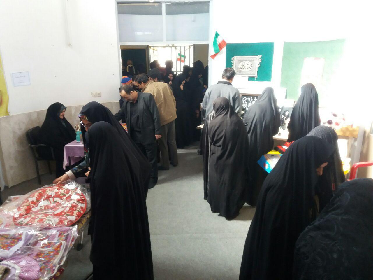 نخستین نمایشگاه اقتصاد مقاومتی و صنایع تبدیلی شهرستان مهریز افتتاح شد