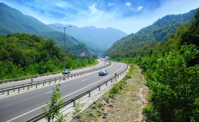احداث بزرگ ترین تونل آزادراه تهران- شمال تا پایان سال
