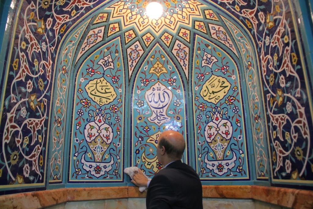 پاکسازی و شستشو نما و معابر مساجد در ناحیه ۶ منظقه ۶ تهران