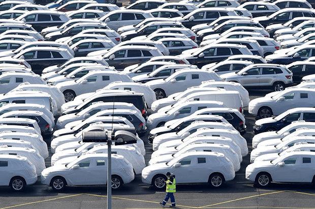 ضد و نقیضهای نوسان قیمت در بازار انحصاری خودرو