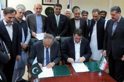 ایران و پاکستان تفاهم نامه تقویت همکاری های تجاری امضا کردند