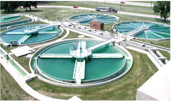 اجرای عملیات لوله گذاری آب خام فضای سبز در منطقه۷