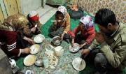 توزبع بسته افطاری بنیاد مستضعفان بین خانوادههای نیازمند