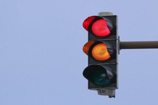 تغییر وضعیت چراغ راهنمایی و رانندگی تقاطع خیابانهای شریعتی و بهار شیراز
