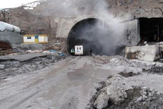 جزییات حادثه ریزش کوه در آزادراه تهران- شمال اعلام شد